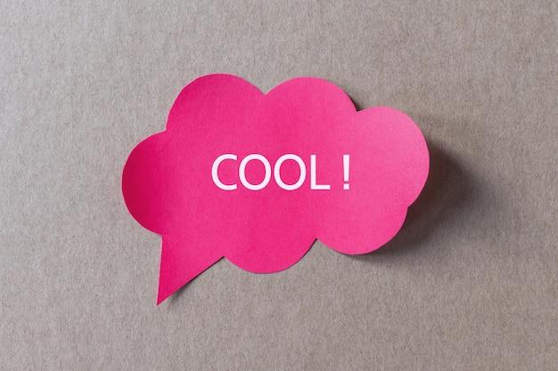 Cool écrit sur bulle de dialogue, compliment, approbation, émotion positive