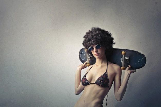 Cool élégante fille en perruque