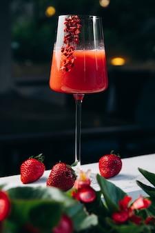 Cooling rossini cocktail alcoolisé italien avec fraise