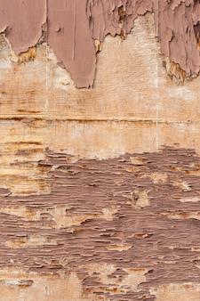 Copeaux de bois sur une surface robuste