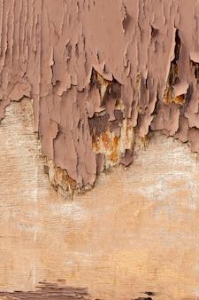Copeaux de bois sur une surface rugueuse
