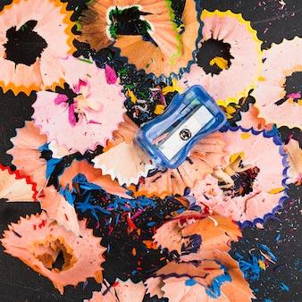Copeaux de crayons de différentes couleurs