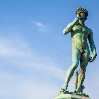 Copie du david de michel-ange sur la piazzale michelangelo, florence, italie