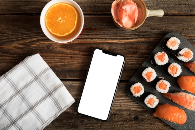 Copie pâte vue de dessus avec sushi