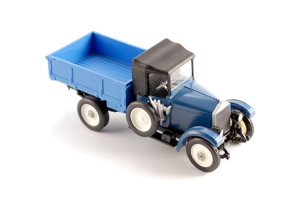 Copie réduite du camion produit au début du xxe siècle