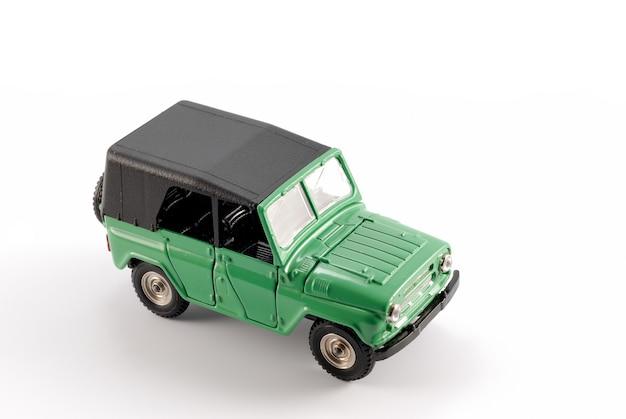 Une copie réduite de la voiture tout-terrain (tout-terrain) est disponible au milieu du siècle dernier