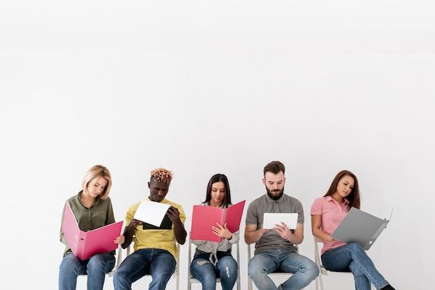 Copier des amis utilisant des appareils électroniques