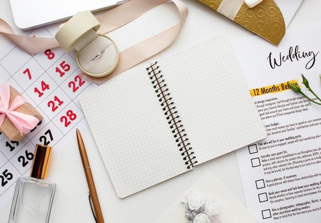 Copiez le cahier de l'espace et le planificateur de mariage