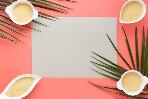 Copiez du papier espace et des bols contenant du sable