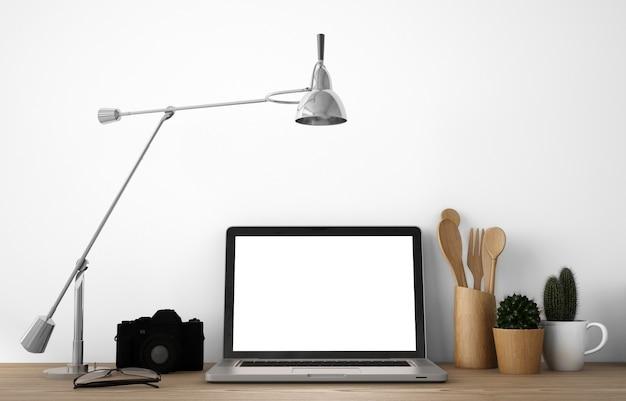 Copiez l'espace avec ordinateur portable et ustensiles de cuisine