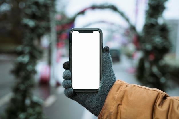 Copiez le téléphone mobile vertical de l'espace et l'arrière-plan flou
