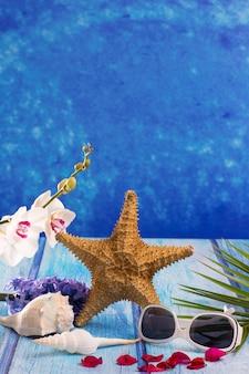 Coquillages étoiles de mer avec fleur de jacinthe et orchidée blanche