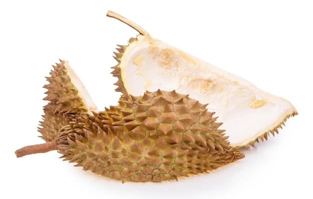 Coquille de fruit durian isolé sur fond blanc