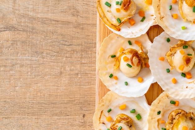 Coquille saint-jacques grillée au beurre