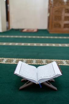 Coran dans la mosquée