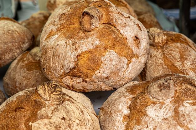 Corbeille à pain avec croûte grillée