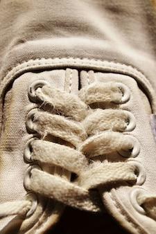 Corde de baskets blanches