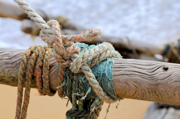 Corde sur bateau de pêche. île du sri lanka