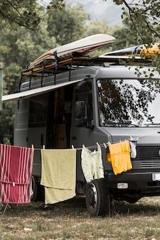 Corde à linge près du camping-car