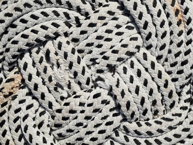 Corde noire et blanche