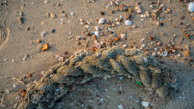 Corde sur la plage