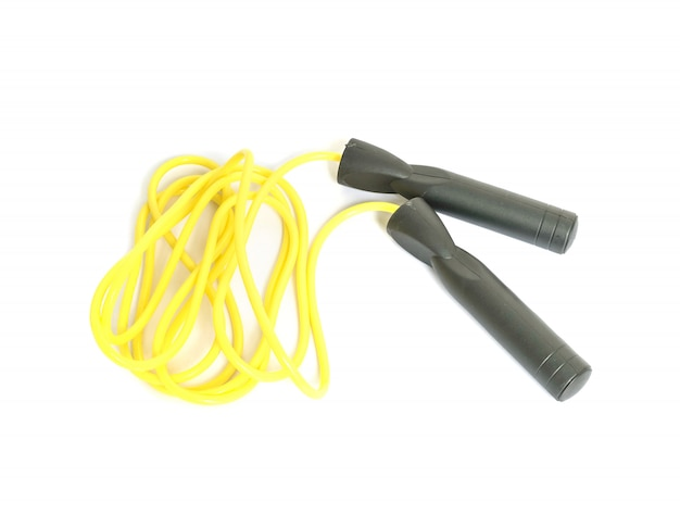 Corde à sauter closeup pour exercice isolé sur fond blanc