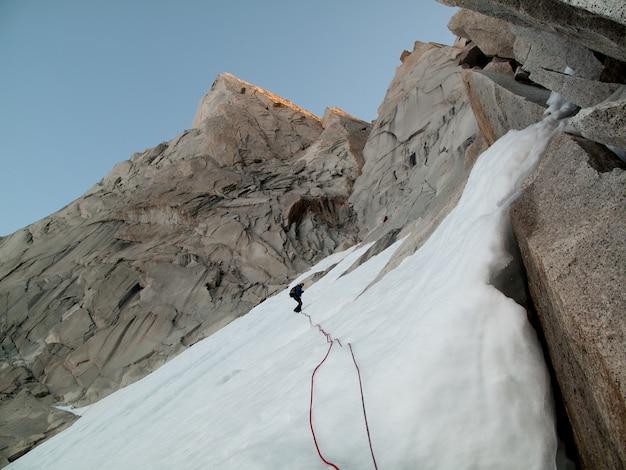 Cordes sur la montagne de glace