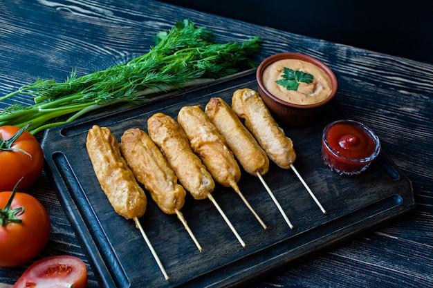 Corn dog est la cuisine traditionnelle de l'amérique