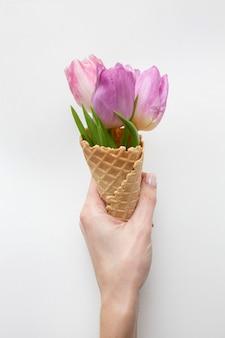 Cornet de crème glacée aux tulipes