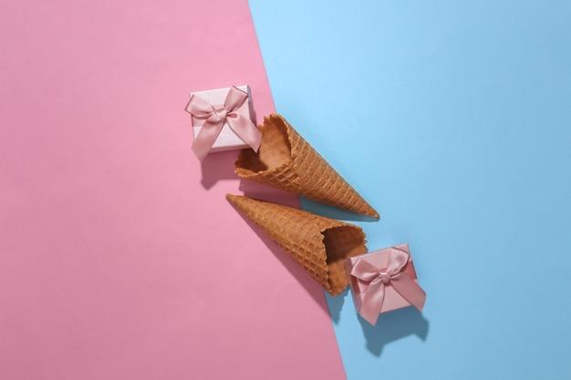Cornets de gaufres à la crème glacée avec coffrets cadeaux