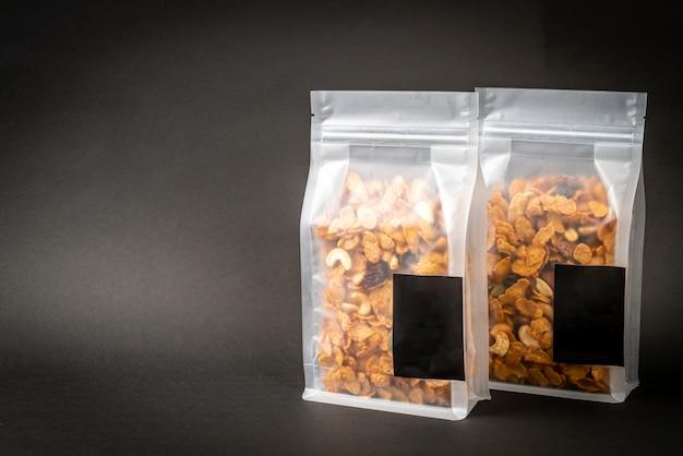Cornflakes de céréales (noix de cajou, amande, graines de citrouille et graines de tournesol), aliments multigrains sains