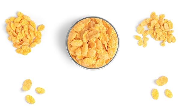 Cornflakes isolés sur blanc.