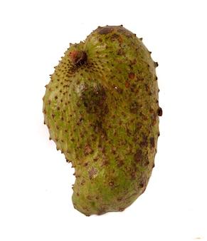 Corossol fruit isolé sur fond blanc