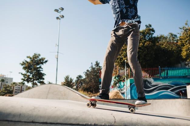 Le corps du skater cool