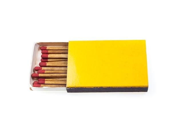 Correspond à la boîte jaune sur fond blanc.