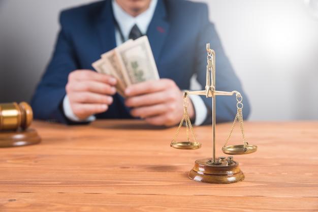 Corruption judiciaire des autorités. la corruption