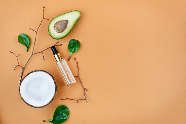 Cosmétique bio bio avec des ingrédients à base de plantes .extrait naturel. sérum aux huiles, fait main