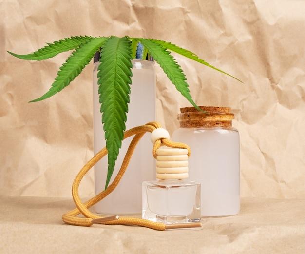 Cosmétique naturel fait à la main avec extrait de cbd et feuille verte.