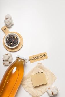 Cosmétique naturelle, savon kombucha. l'inscription sur l'étiquette