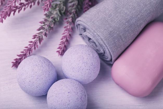 Cosmétique pour les soins de la peau, sel de bain effervescent avec effet d'hydromassage, vue de dessus