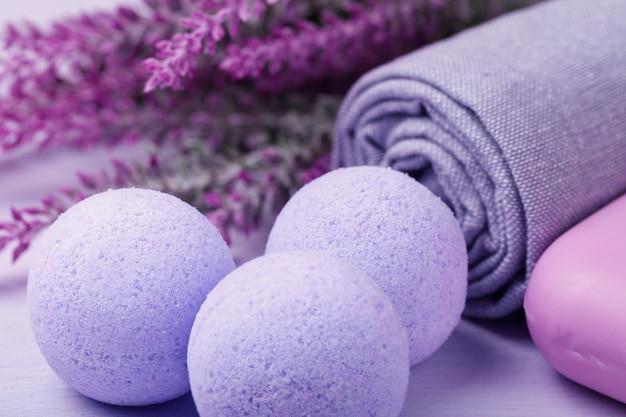 Cosmétique pour les soins de la peau sel effervescent avec effet d'hydromassage