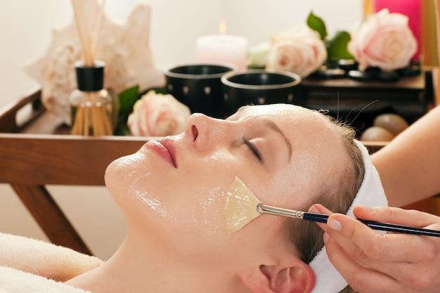 Cosmétiques, application de masque facial