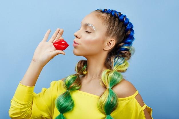 Cosmétiques de beauté pour le soin du visage et des lèvres. masque cosmétique, peau nette et jeune, lèvres charnues