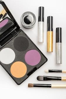 Cosmétiques décoratifs pour le maquillage des yeux, palette avec quatre couleurs et pinceaux à dessin cosmétiques, eye-liners
