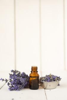 Cosmétiques naturels pour les soins du visage et du corps.