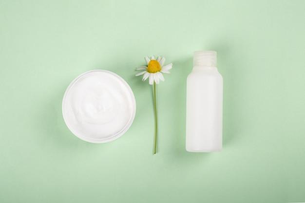 Cosmétiques pour femmes pour les soins de la peau cosmétiques biologiques à base d'herbes médicinales à plat