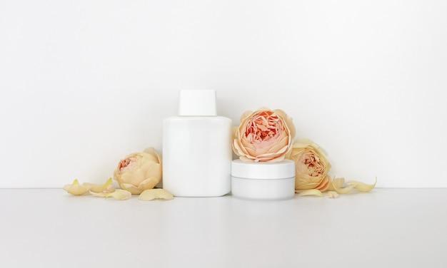 Cosmétiques avec des roses