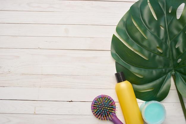 Cosmétiques soins de la peau peigne de massage fond en bois traitements de spa