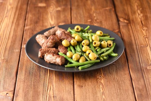 Cosses de haricots et escalopes turques frites