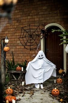 Costume fantôme pour la fête d'halloween